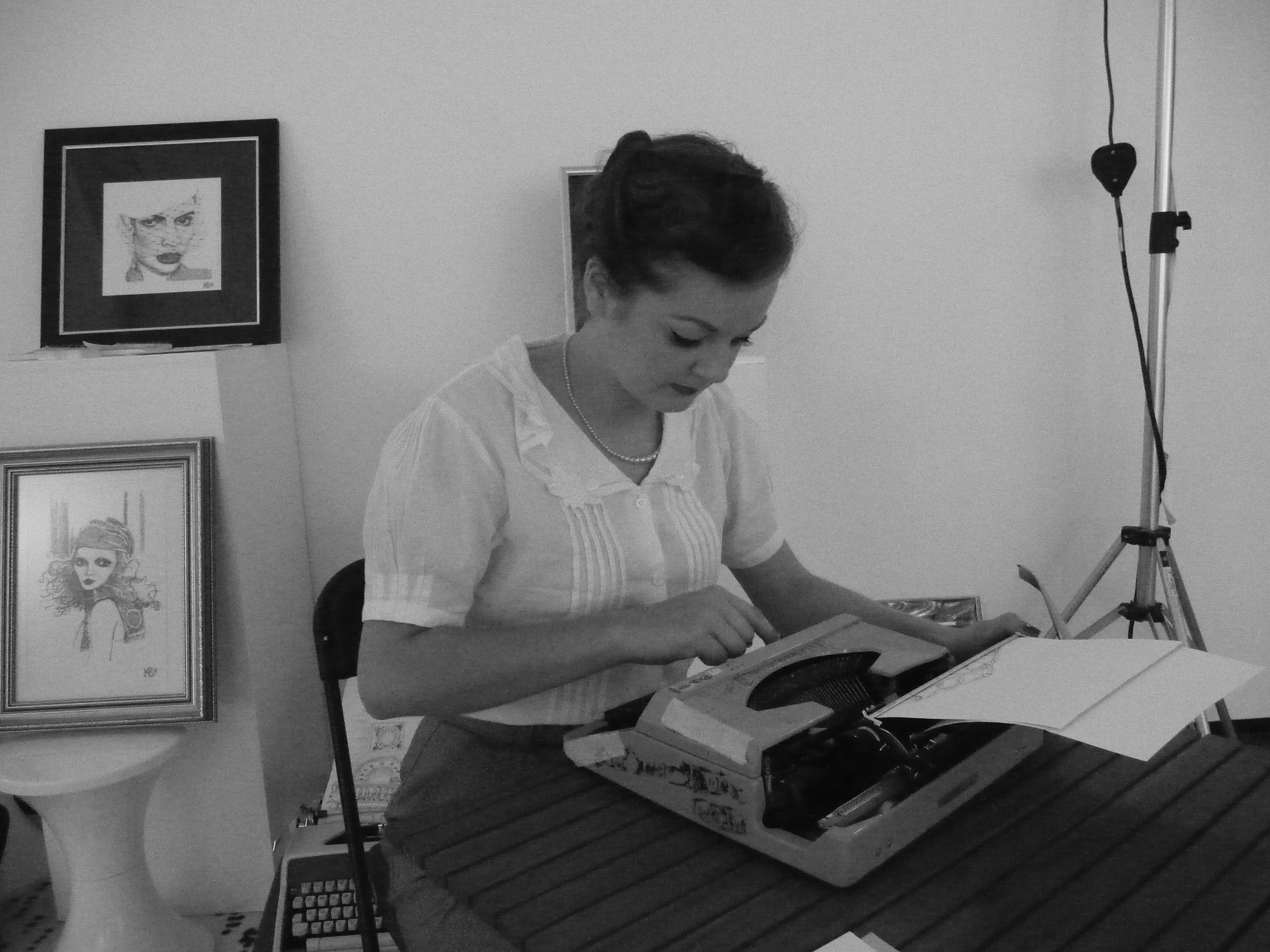 Instant retro : cette femme réalise des portraits à la machine à écrire !